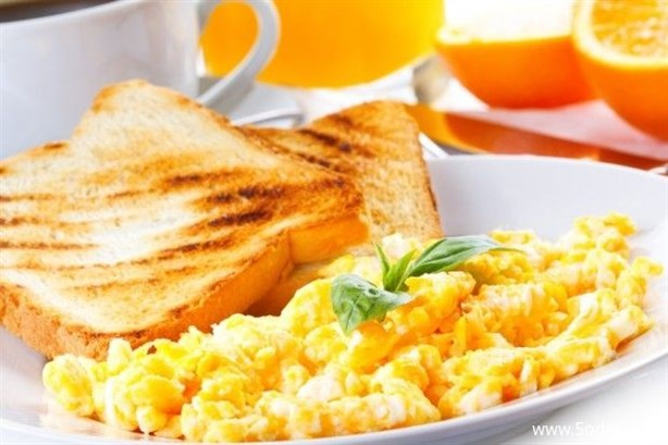 تناول وجبة فطورٍ خفيفة