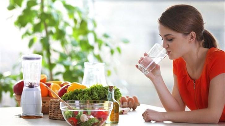 شرب الماء قبل تناول الطّعام