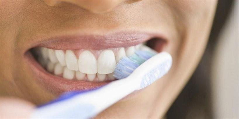 الإضرار بصحّة الأسنان