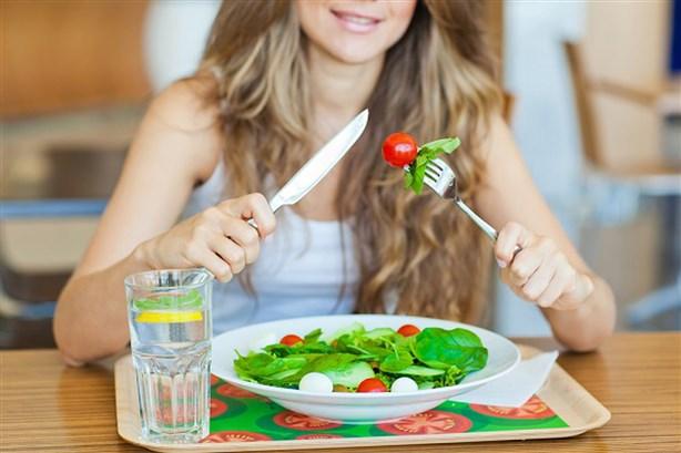 تناول الغذاء الصحي