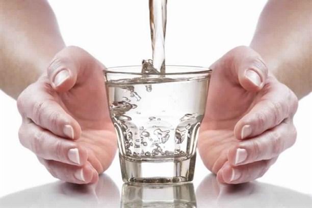 التّغاضي عن شرب الماء