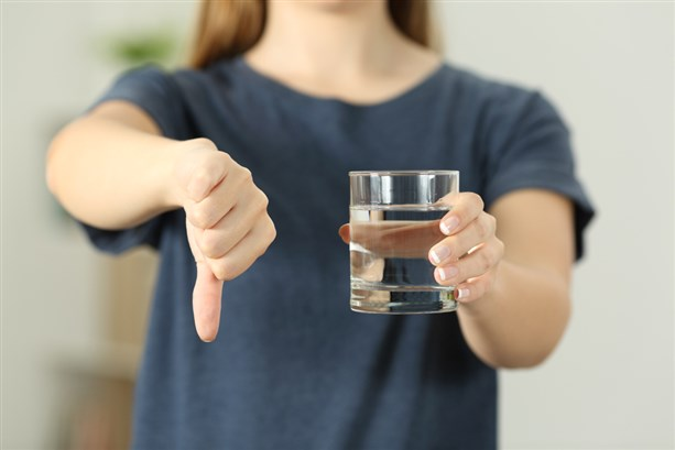 عدم شرب الماء