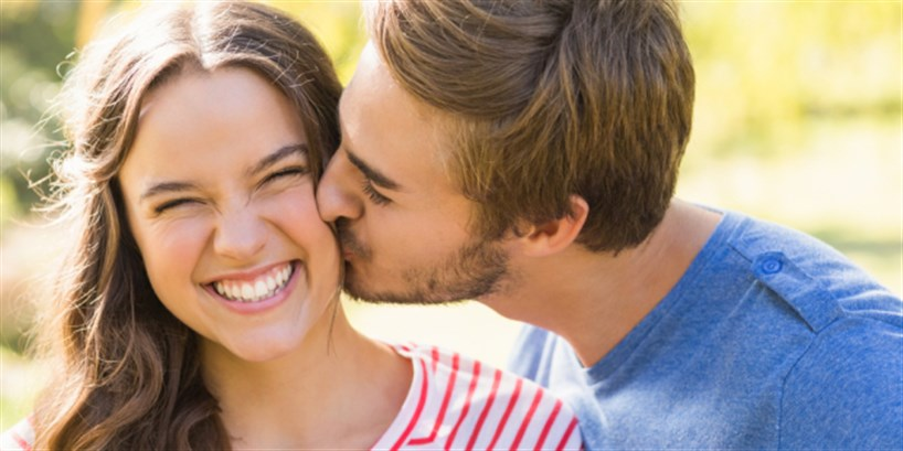 التقبيل ينقل الإيدز