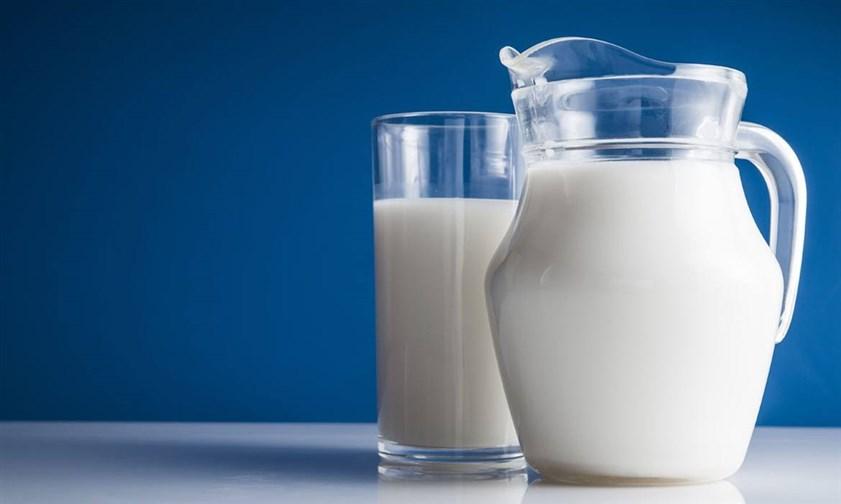 يعتبر الحليب من المشروبات الضرورية للطفل حيث يوفر له نسبة كبيرة من الكالسيوم الاساسية لبناء عظام قوية وسليمة