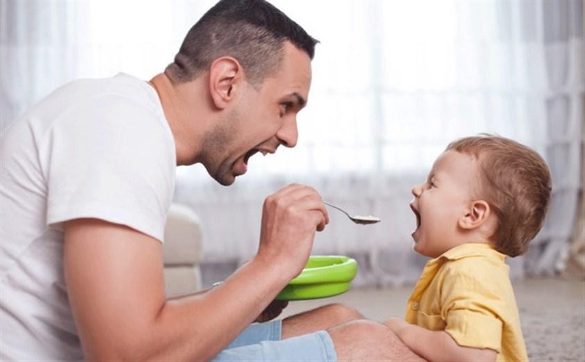 أمور يتعلمها الطفل من والده