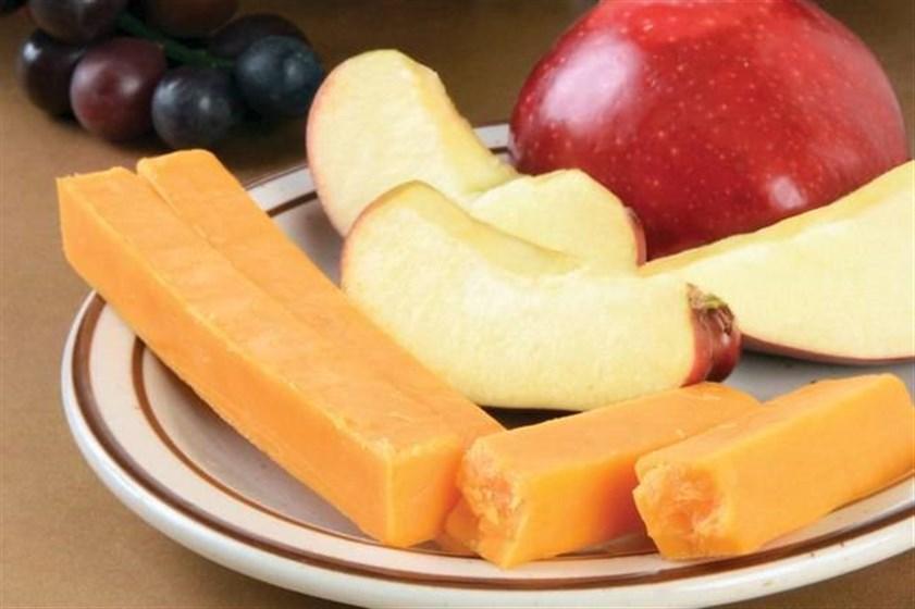 الجبنة والفاكهة