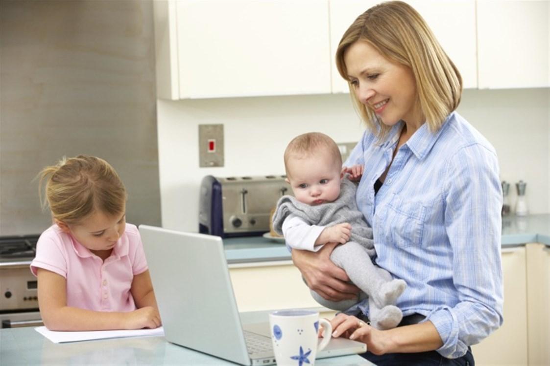 كيف توازن المرأة بين عملها وحياتها الزوجية