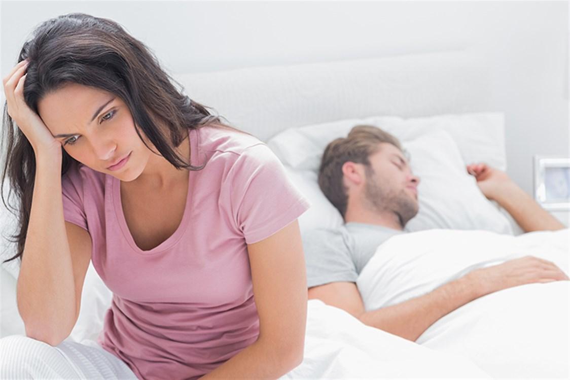2d17ca9faa827 تحزن معظم النساء بعد نوم أزواجهن بعد العلاقة الحميمة مباشرة إذ يعتبرن أنه  غير راضٍ عن هذه العلاقة أو أنه لم يستمتع بها. غير أن ذلك اعتقاد خاطئ، فثمّة  أسبابٌ ...