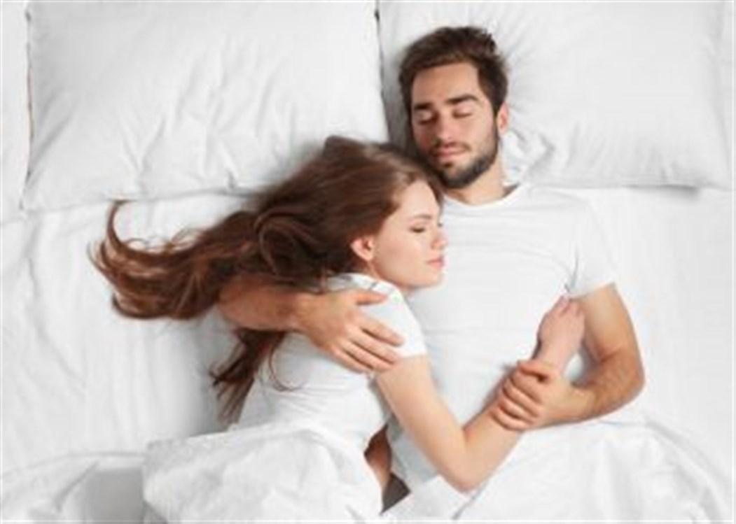 769998b90c1f8 عادةً ما يرغب الرّجال في ممارسة العلاقة الحميمة في الصباح بينما تشعر  النّساء بالرّغبة الجنسية في الليل؛ فما هو السّبب؟ إنّ اختلاف الساعة  البيولوجيّة بين ...