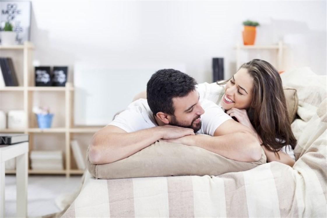 7526ffe232b0f قد تستمرّ الحياة الزوجيّة من دون علاقةٍ حميمة جيّدة ولكنّها تفقد رونقها مع  غياب الرّغبة الجنسيّة لدى الزوجين. كذلك، تُعدّ المشاكل الجنسيّة من أهمّ  أسباب ...