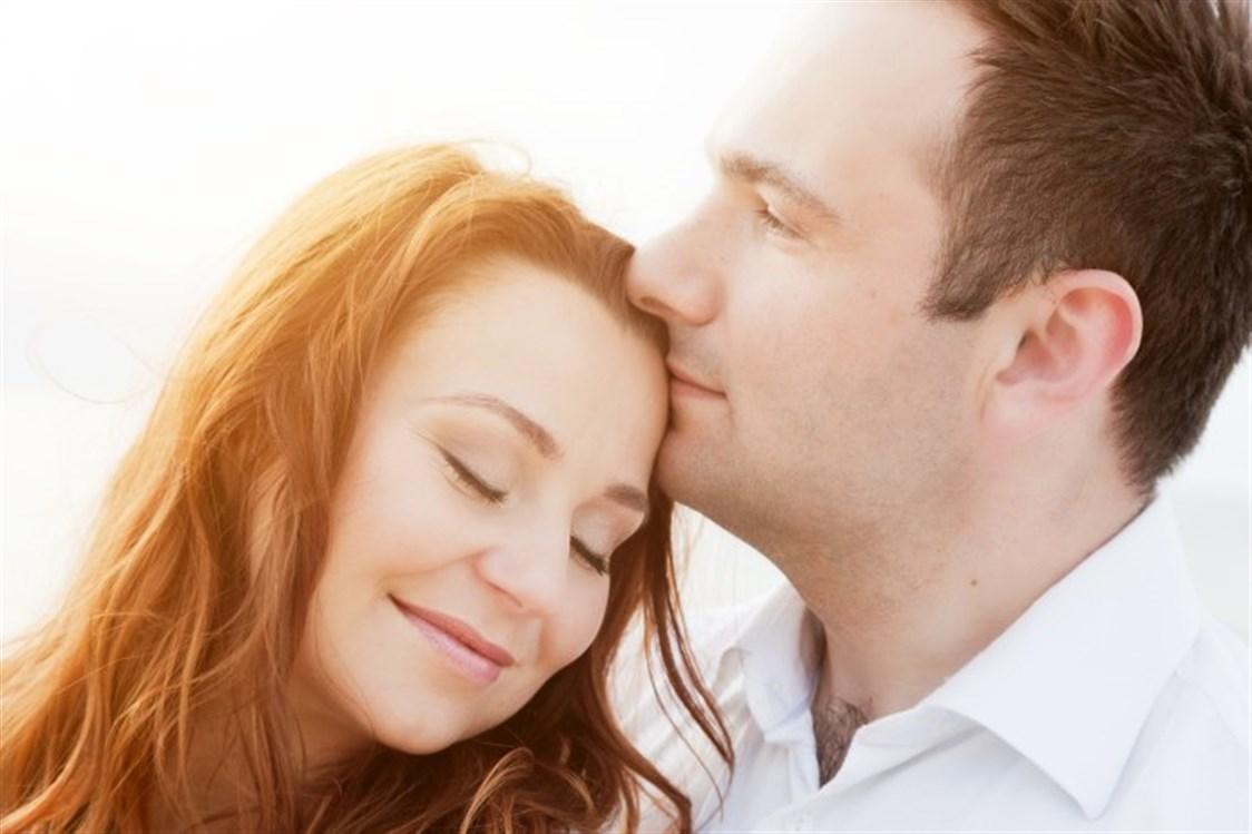 53d79ca8d3f68 الظروف الصعبة التي يمر بها الزوجان والضغوط الحياتية اليومية التي تواجهما  يمكن أن تؤثر بشكل سلبي على علاقتهما وعلى الحب بينهما، فينسونه على الرغم من  عدم ...
