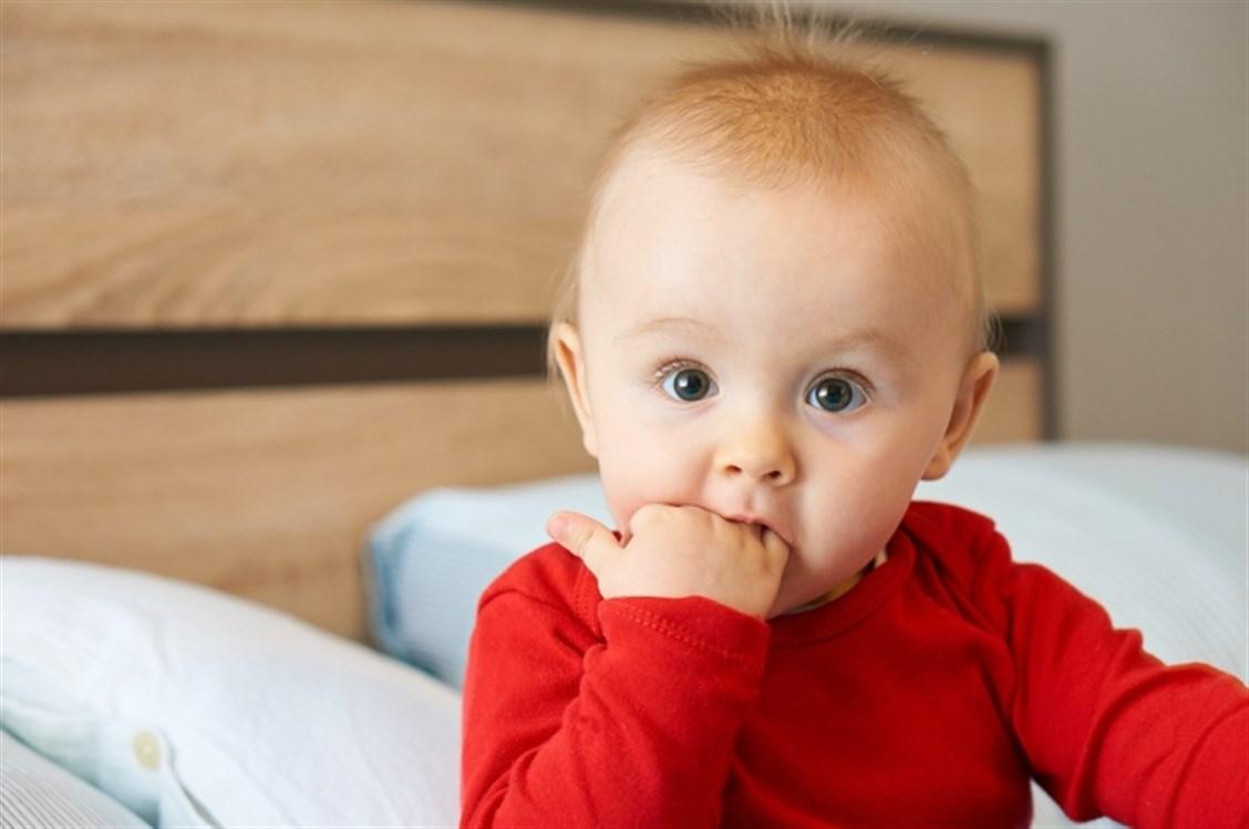 a1a7fa8597f26 سيلان اللعاب عند الأطفال، خصوصا الرضع، امر طبيعي وان حصل بكثرة. ولكن إذا  لاحظتِ أن إفراز اللعاب مرتبط ببكاء طفلك وتألمه من شيء مع رفضه للطعام أو  الرضاعة، ...