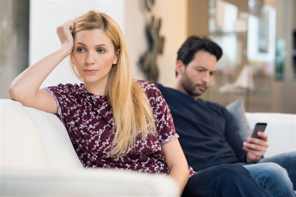 cb9e0926f2df2 بعد مرور فترة على الزواج، قد يشوب العلاقة الحميمة بين الزوجين نوع من الفتور  نتيجة الروتين والضغط اليومي الذي يؤثر على العلاقة، وإن هذه البرودة قد تتطور  لتصل ...