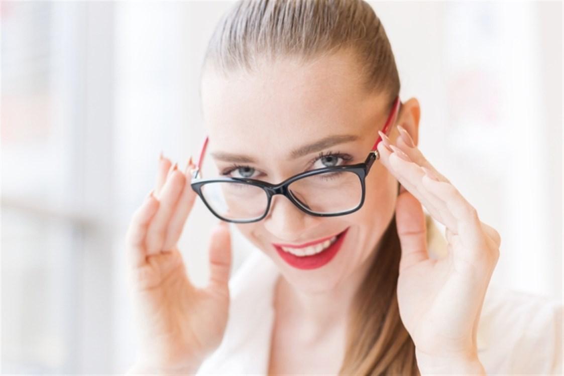 fbcc341bf ينتج ضعف النظر بصورة عامة عن العامل الوراثي الذي يؤدي الى الكثير من الاضرار  على صعيد القدرة على الرؤية بشكل واضح. ولكن هناك عوامل أخرى تؤدي الى ضعف  النظر في ...