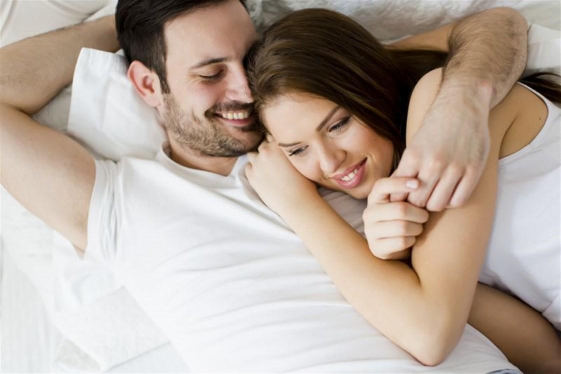 5734ce1cda29b فالرجل، تماماً كما المرأة يفكّران بالجنس ذلك لأنه حاجة بدنية ونفسية، ولكن من  منهما تراوده تلك الأفكار بوتيرة اكبر؟