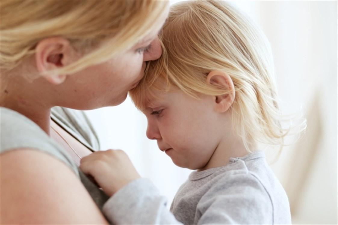 طفلك يرفض الإبتعاد عنك.. تعرفي على قلق الانفصال عند الرضع وطرق علاجه